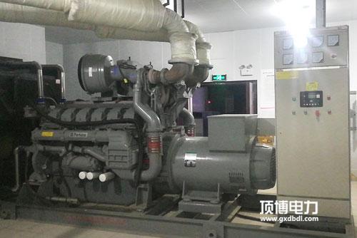 1000千瓦帕金斯柴油发电机组机房