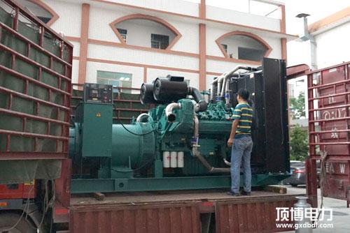 柴油发电机组采用全铜无刷发电机