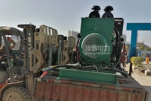 顶博电力柴油发电机组到达施工地