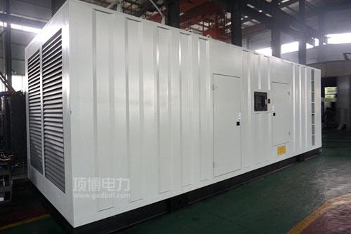 一台500kW低噪声柴油发电机组正常供电时突然不发电原因