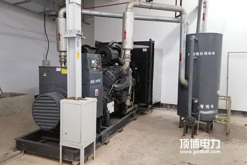 一台300kw康明斯柴油发电机组出现启动困难状况